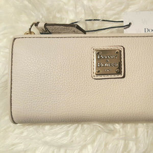 New Dooney & Bourke Long Slim Leather Zip Wallet